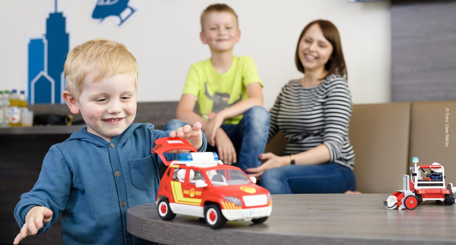 Familie Feuerwehrauto
